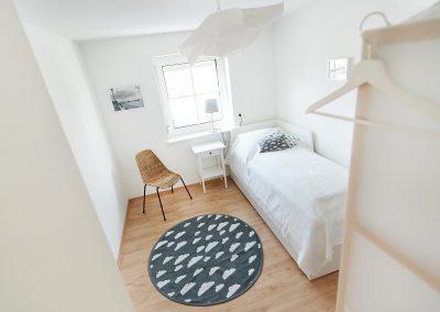 Kleines Schlafzimmer mit ausziehbarem Doppelbett
